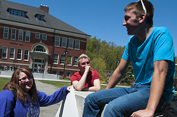 10 Questions to Ask When Choosing a College