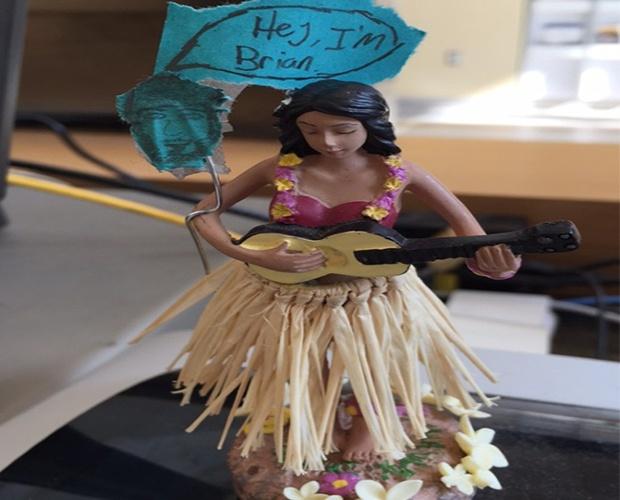 hula_on_desk